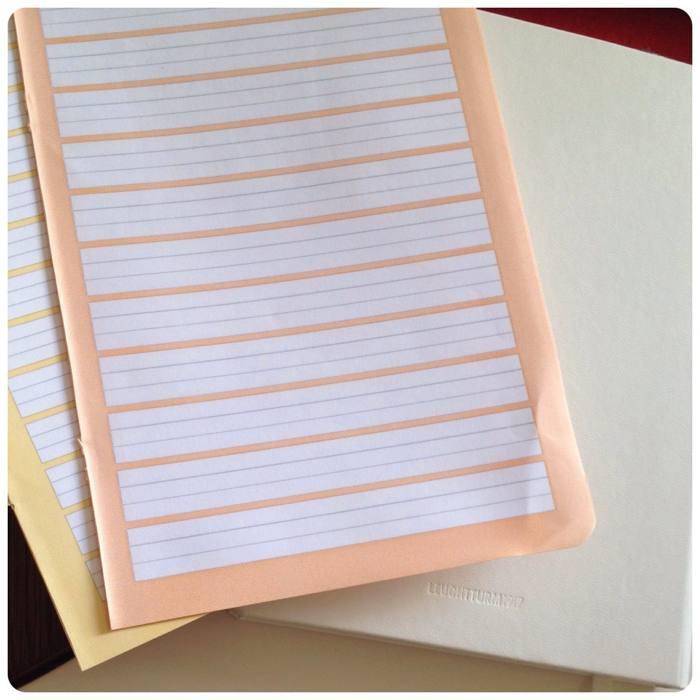 Seiten aus Schulheften mit unterschiedlicher Lineatur - diephotographin