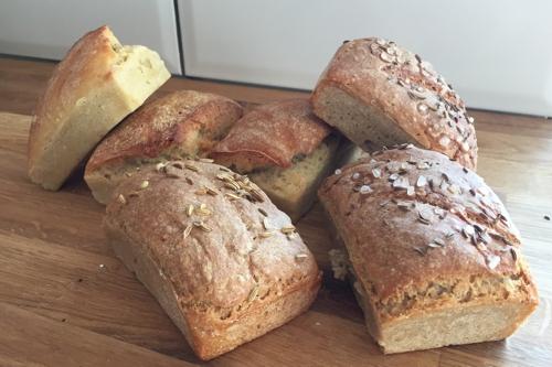 Fertige Mini Brote aus hellerem und dunklerem Teig - die-photographin.de