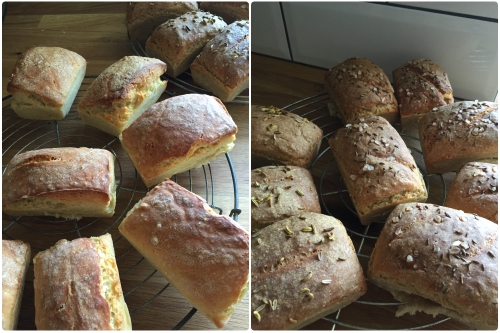Fertige Mini Brote auf einem Rost zum auskühlen - Mini Brote aus hellerem und dunklerem Teig - die-photographin.de