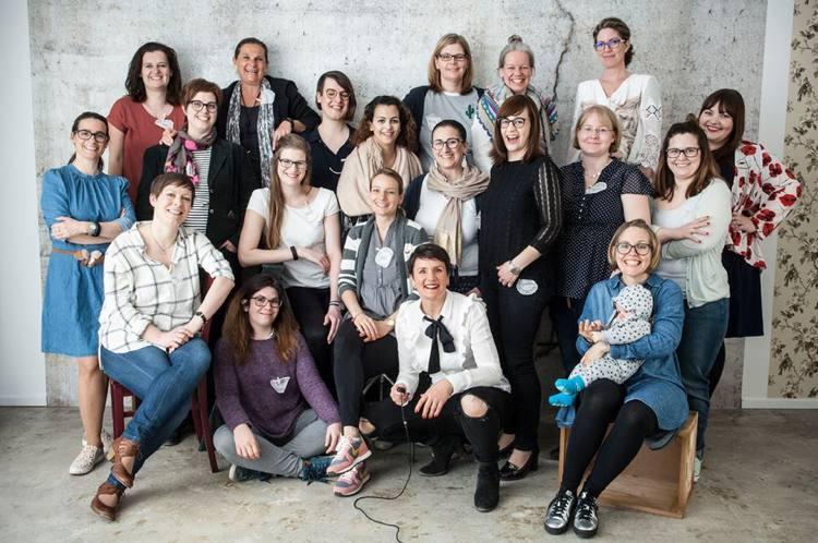 Unser Gruppenfoto beim ersten Blogger Breakfast Go local in Wiesbaden bei Julia Imhoff - feine Fotografie. Foto: © Julia Imhoff