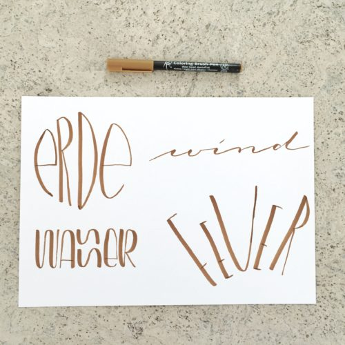 Lettering der Worte Erde, Wasser, Feuer und Wind mit einem Koi Coloring Brush Pen - Increase Creativity Challenge März - Farbe beige - diephotographin