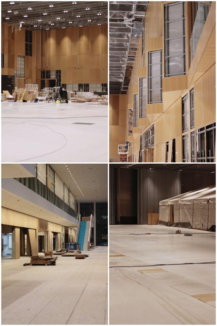 Halle 1 mit den Logen, den seitlichen Ein-und Ausgängen und den Versorgungsklappen im Boden - Führung durch das RheinMain CongressCenter - diephotographin