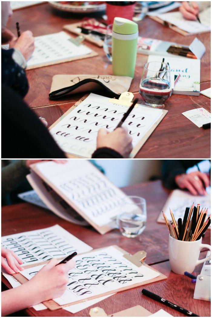 Die Teilnehmer üben fleißig die Grundformen - Handlettering Workshop mit Anna Schneider in Wiesbaden organisiert von Increase Creativity - diephotographin