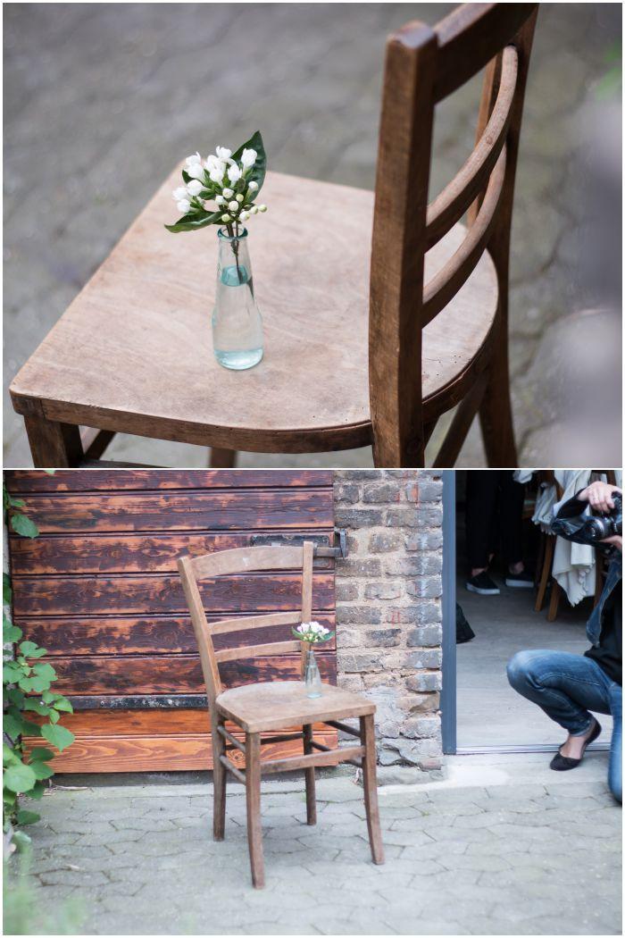 Erste Übung: Blumen in einer Vase auf einem Stuhl - Fotoworkshop von Dreierlei Liebelei - diephotographin